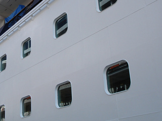cruise ship - generic_20100816103049_JPG