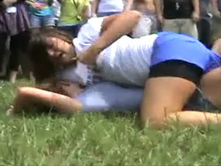 Girls fight YouTube_20100923084032_JPG