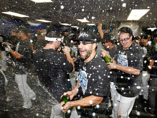 Rays win wildcard _20110929070909_JPG