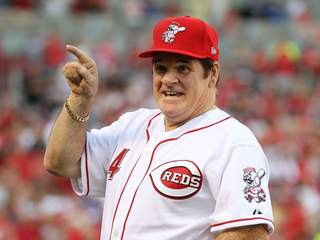 Cincinnati Reds Pete Rose takes part in a ceremony
