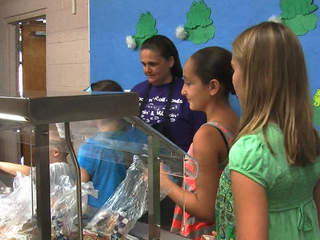 students get school lunch