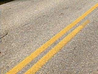 roadway_yellow_stripes_640x480_20120816224247_JPG