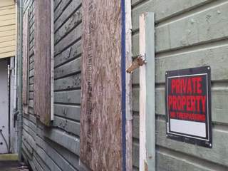boarded_up_home_640x480_20120817183234_JPG