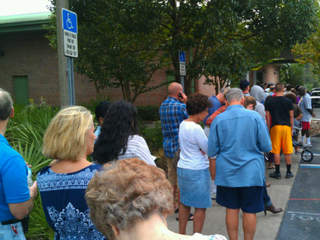 Hour wait to vote at Jimmy Keel library on Bearrs in Tampa