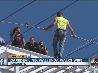 Nik Wallenda makes wire walk OVER Sarasota