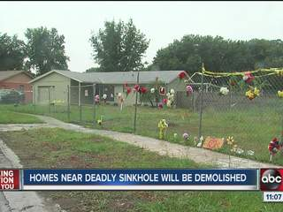 Homes_near_Seffner_sinkhole_to_be_demoli_601280000_JPG