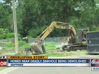Demolition_begins_on_homes_near_sinkhole_602690000_JPG