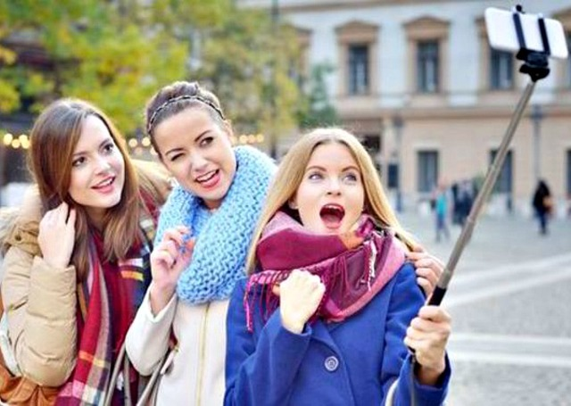 disney world to ban selfie stick from all theme parks. Black Bedroom Furniture Sets. Home Design Ideas