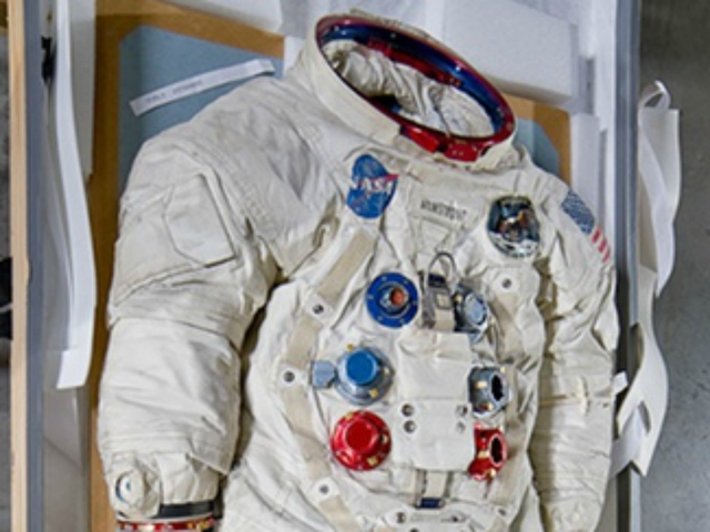 neil armstrong in astronaut uniform - photo #21