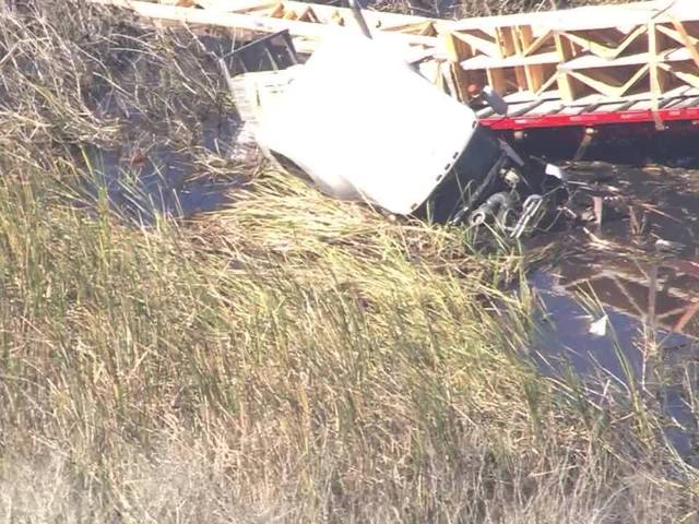 Fatal crash closes S R  52 in Land O' Lakes