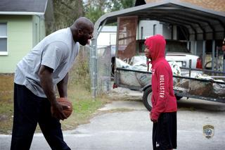 Shaq surprises basketball street players