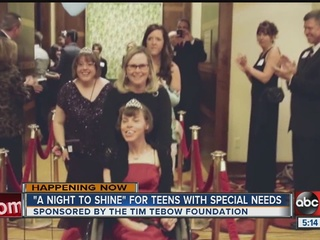 Tim Tebow helps give teens a