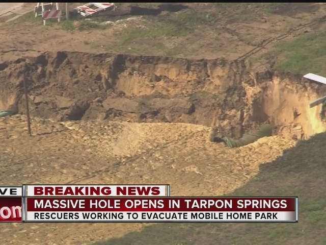 Large sinkhole forces Tarpon Shores Mobile Home park to evacuate in Tarpon Springs