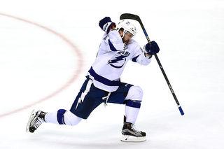 Kucherov gets hat trick as Lightning beat Bruins