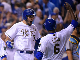 Royals score 4 runs in 8th, beat Rays 6-2