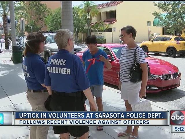 Police shootings result in volunteer surge at Sarasota P.D.