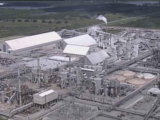 Massive sinkhole opens at Mosaic facility in Polk County
