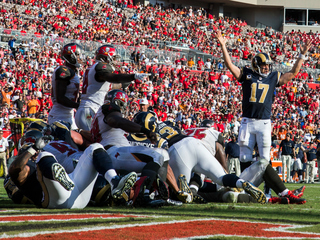 Rams weather delay, hold off Buccaneers 37-32