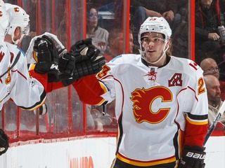 Monahan gets 100th goal, Flames beat Bolts 3-2