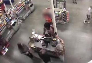 Video: Crooks dressed in drag steal gift cards
