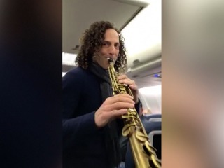 Kenny G plays in-flight concert
