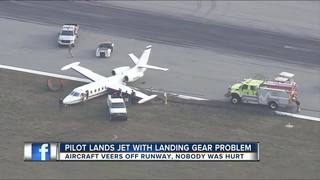 Small plane missing tire lands safe in Sarasota
