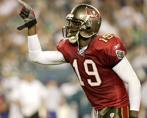 Son of former Bucs WR taking leave of absence