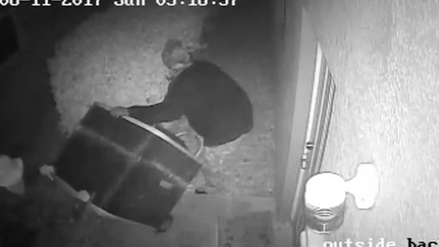 Deputies looking for suspects caught on video stealing AC units