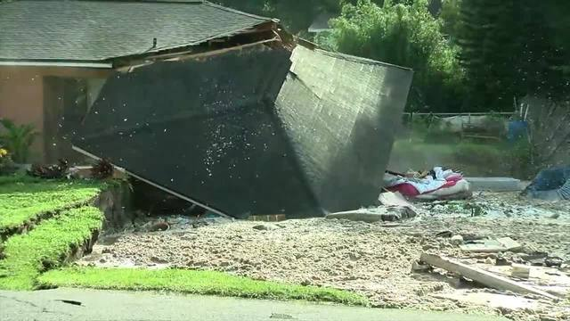 Sinkhole swallows 2 homes, continues to grow in Florida