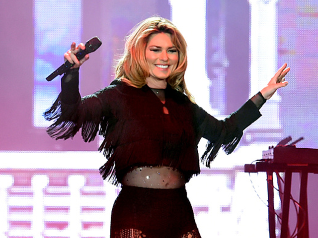 Shania Twain Debuts New Song, Announces 2018 Tour on 'The Tonight Show'
