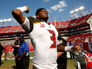 Winston-led Buccaneers dominate Bears in opener