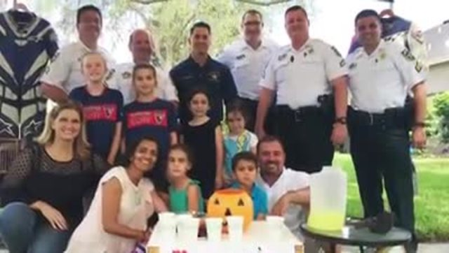 7-year-old cancer patient sets up lemonade stand to raise money for Las…