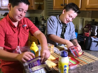 Florida students share food with friend in need