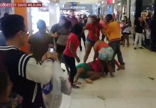 Mall brawl caught on video in Fort Myers, Fla.