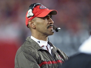 Dungy to enter Bucs Ring of Honor at halftime