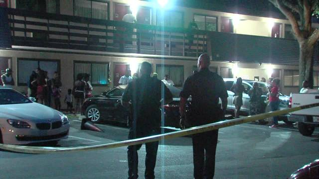 One Dead, One Injured After Shooting At The Tampa Hotel, Police Searching  For 5 Men