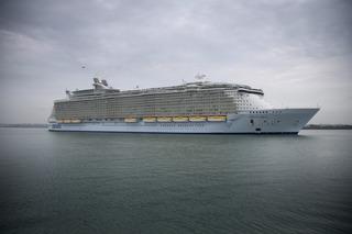 Stomach virus strikes 332 cruise ship passengers