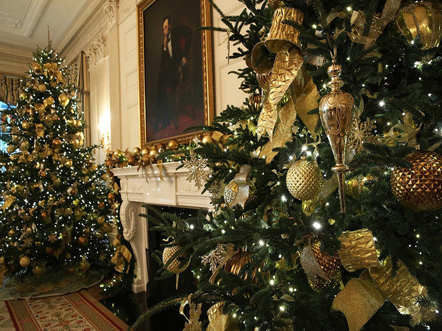 washington dc november 27 the state dining room at the white house during a press preview of the 2017 holiday decorations november 27
