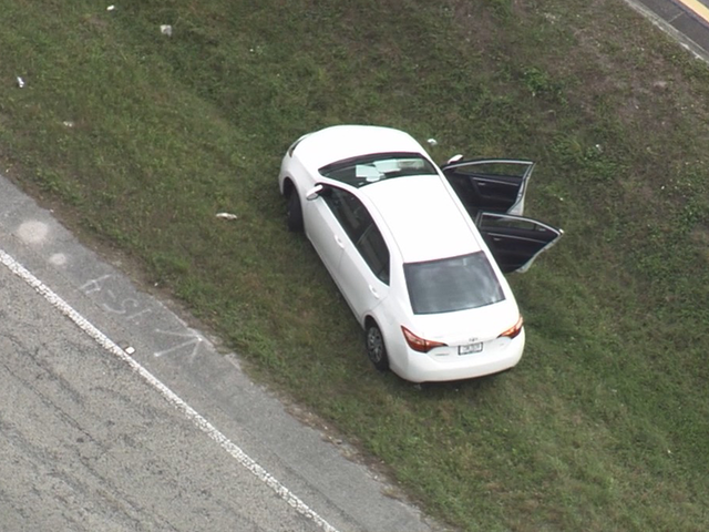 Tampa PD: Suspects arrested after pursuit, carjacking, officer crash
