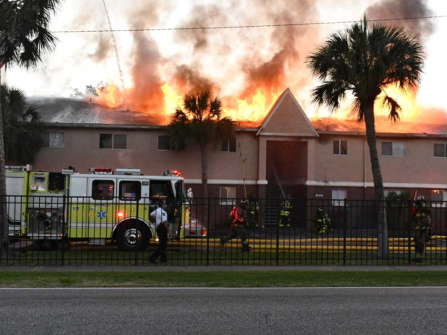 Good Samaritan Kicks In Doors, Saves Residents As Tampa Apartment Complex  Goes Up In Flames   Abcactionnews.com WFTS TV