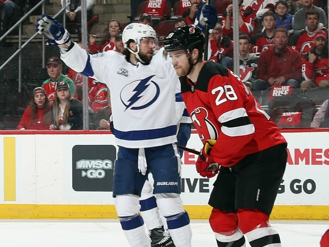 Lightning take on Devils in Game 4