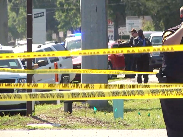 Shooter fires through restaurant window, kills 2 deputies in Trenton, Florida