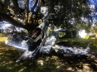 Experimental plane crashes into tree in Pasco