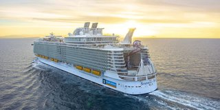 World's largest cruise ship docks in Florida